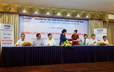 The Signing Ceremony of Human Resource Training Between SAIGONTEL and Hung Vuong University